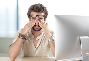 Pracujesz przy komputerze? Sprawdź czym jest syndrom widzenia komputerowego